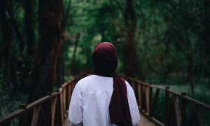 hijab-person-scarf-2218352